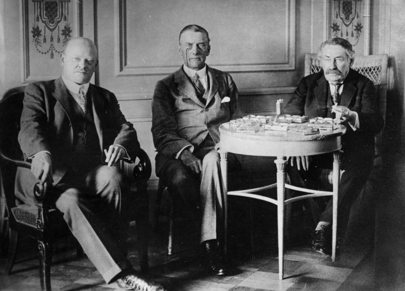 Gustav Stresemann, Austen Chamberlain i Aristide Briand w Locarno - 1925. Źródło: Bundesarchiv, Bild 183-R03618 / CC-BY-SA 3.0