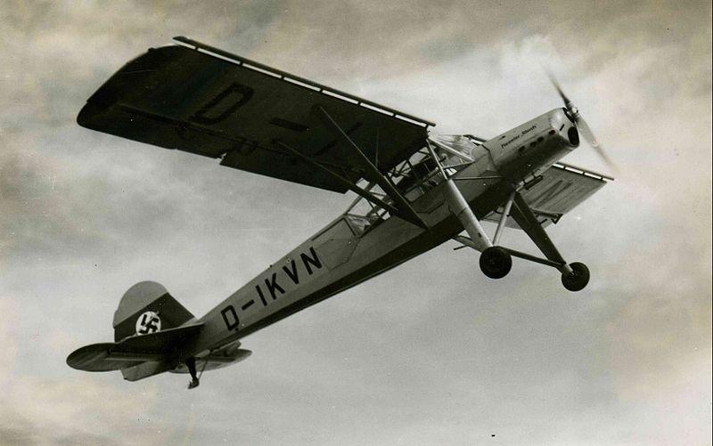 Fi-156 Storch. Źródło: Archiv der Gerhard-Fieseler-Stiftung Licencja: CC BY-SA 3.0 DE