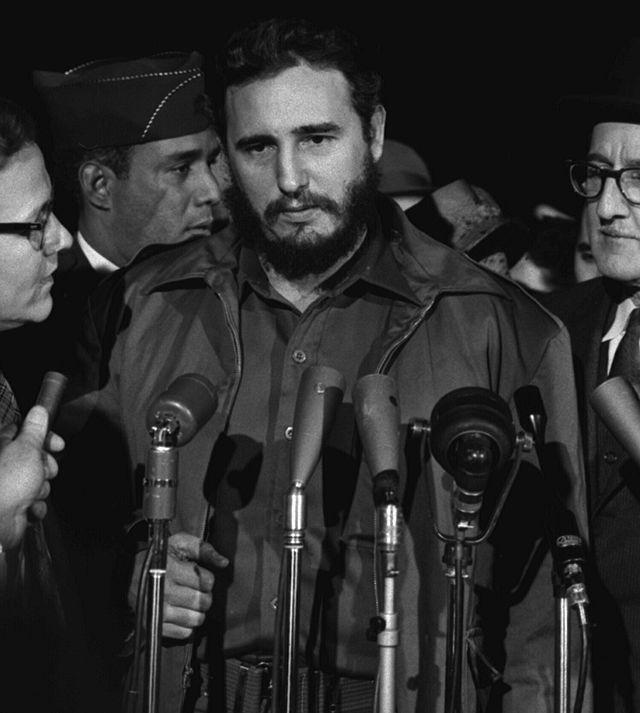 Fidel Castro w 1959 roku. źródło: Wikimedia Commons, domena publiczna.