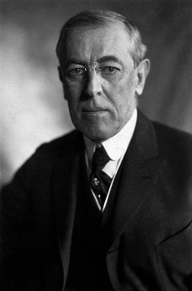 Thomas_Woodrow_Wilson,_Harris_&_Ewing_bw_photo_portrait,_1919