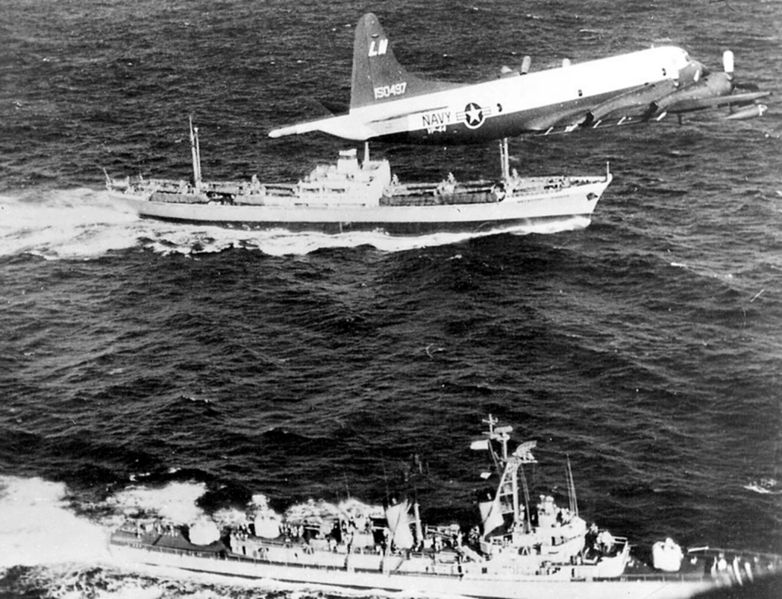 782px-P-3A_VP-44_over_USS_Barry_(DD-933)_and_Metallurg_Anasov_during_Cuban_Missile_Crisis_1962