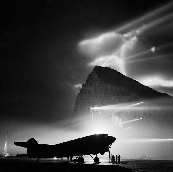 600px-BOAC_DC-3