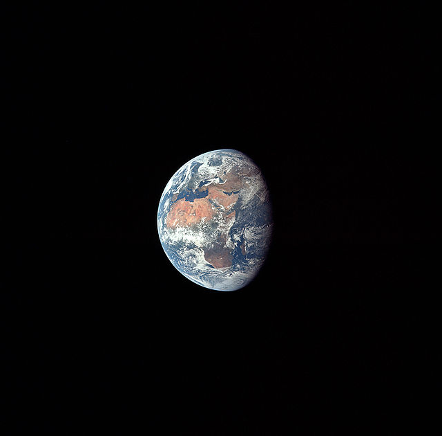 640px-Apollo_11_Earth