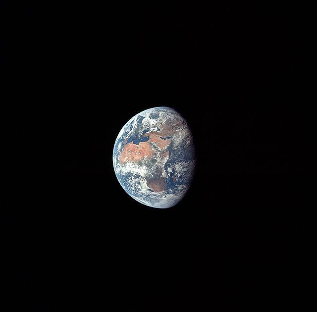 640px-Apollo_11_Earth