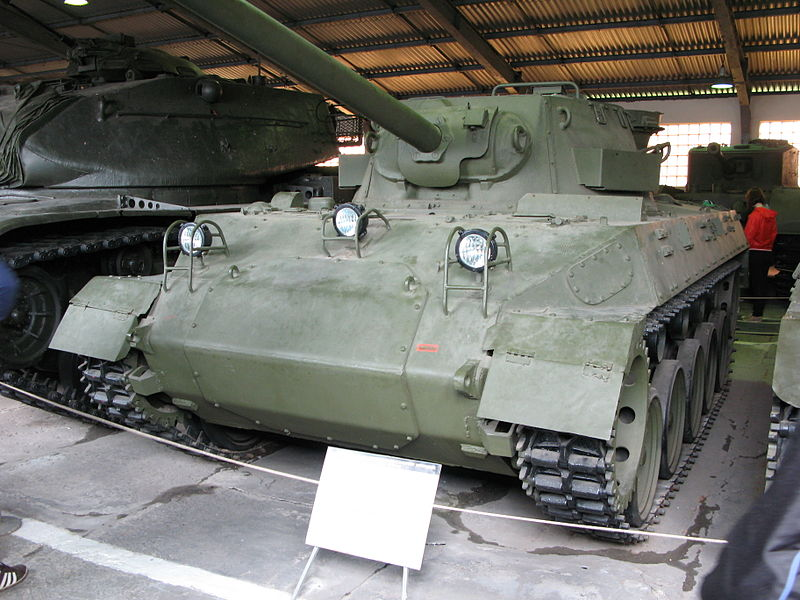 800px-M18,_Hellcat_in_Kubinka_Tank_Museum