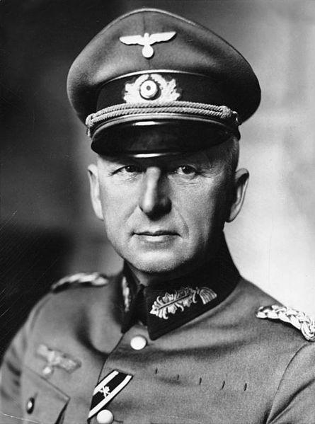 Bundesarchiv_Bild_183-H01758,_Erich_v._Manstein