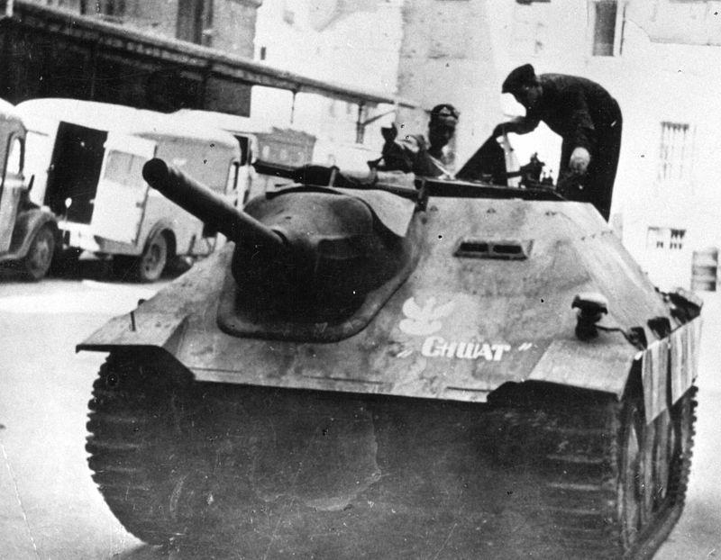 800px-Warsaw_Uprising_-_Chwat