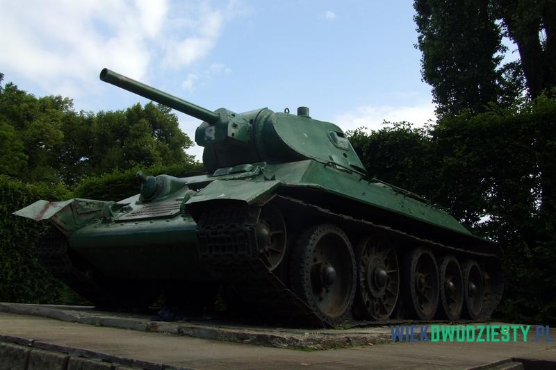 T-34\76 na postumencie w Gdańsku przy Alei Zwycięstwa, fot. Michał Szafran, odwaszegofotokorespondenta.blogspot.com