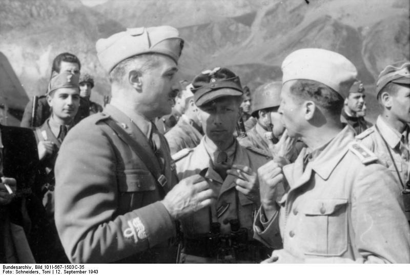 Major Mors (w środku) na Gran Sasso, źródło: Bundesarchiv, licencja: CC BY-SA 3.0 DE