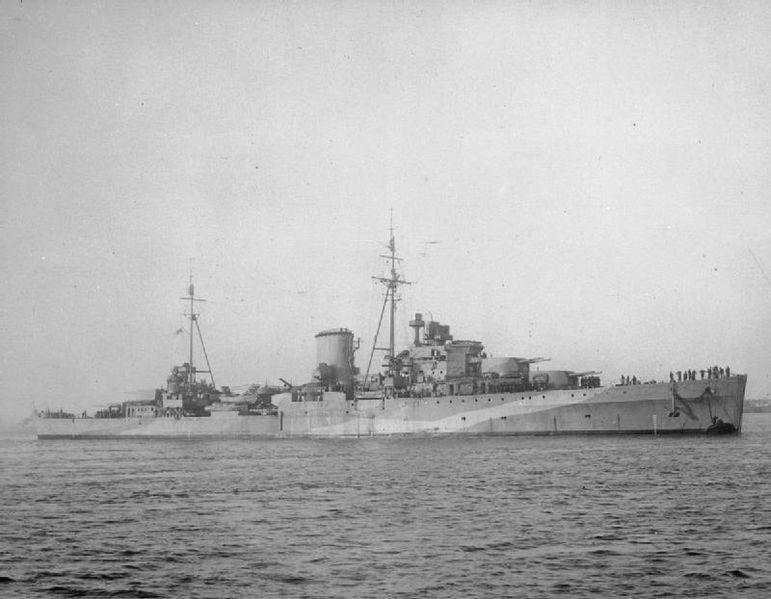 HMS Ajax. Źródło: Imperial War Museum, domena publiczna.