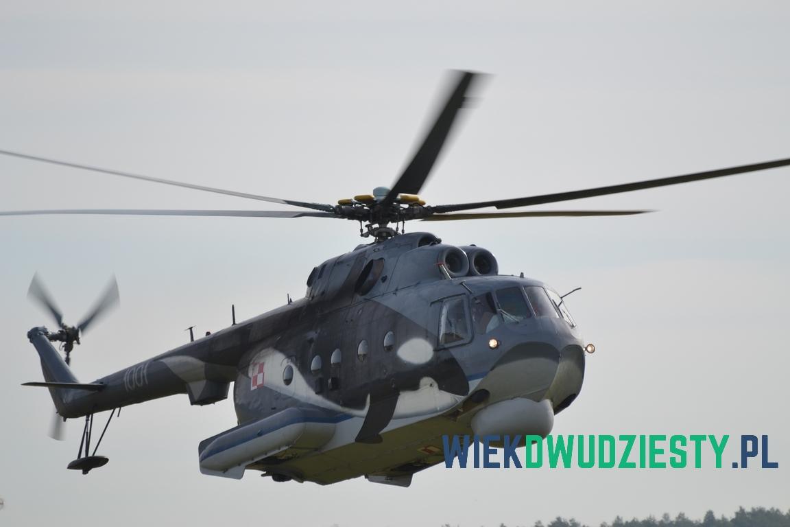 Mi-14PŁ w locie i w czasie kołowania. Fot. Michał Szafran, odwaszegofotokorespondenta.blogspot.com