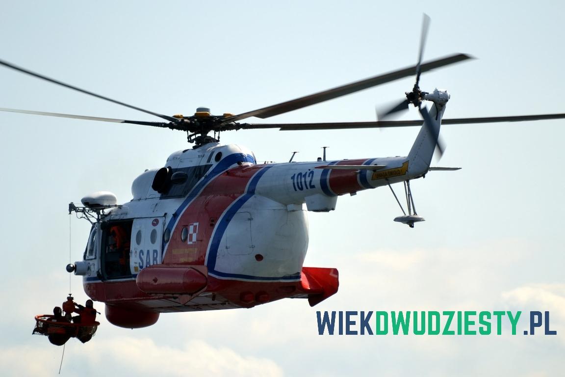 Mi-14PŁ\R n\b 1012 w czasie symulowanej akcji ratowniczej. Fot. Michał Szafran, odwaszegofotokorespondenta.blogspot.com