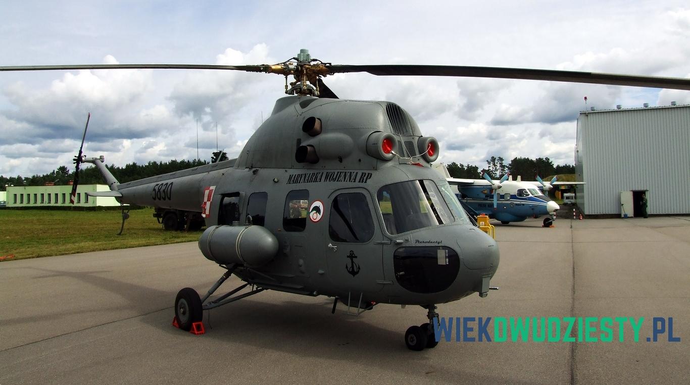 """6 - Mi-2 n\b 5830 na lotnisku w Siemirowicach. Maszyna należy do 44. Bazy Lotnictwa Morskiego w Darłowie. Nosi nazwę """"Pterodaktyl"""". Fot. Michał Szafran, odwaszegofotokorespondenta.blogspot.com"""