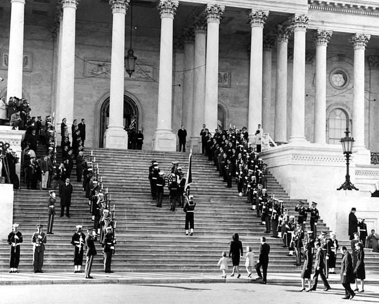 Pogrzeb JFK w Waszyngtonie. Źródło: National Archives and Records Administration, domena publiczna.