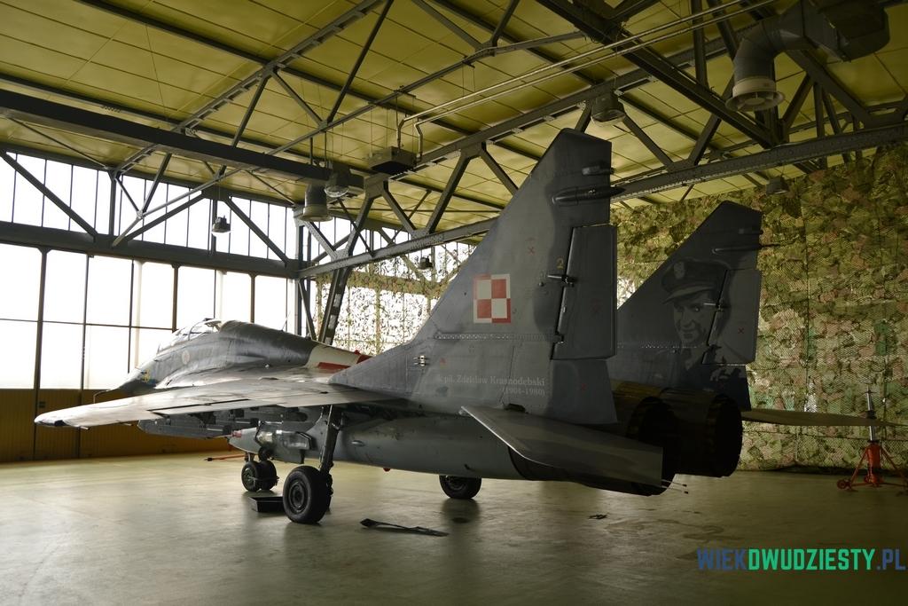 Zdzisław Krasnodębski, dowódca III/1 Dywizjonu Myśliwskiego, sportretowany na samolocie MiG-29. fot. Michał Szafran, odwaszegofotokorespondenta.blogspot.com