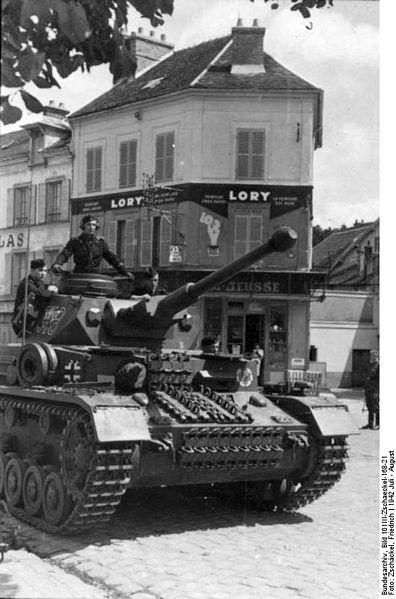 Czołg Pz.Kpfw. IV z LSSAH we Francji, 1942. Źródło: Bundesarchiv, Bild 101III-Zschaeckel-168-21 / Zschäckel, Friedrich / CC-BY-SA