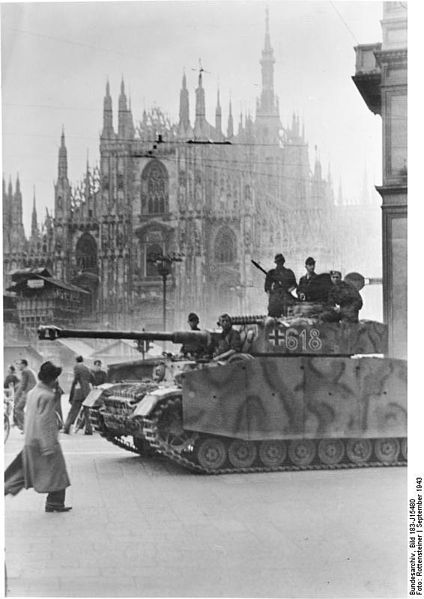 Czołg Pz.Kpfw. IV z LSSAH we Włoszech, 1943. Źródło: Attribution: Bundesarchiv, Bild 183-J15480 / Rottensteiner / CC-BY-SA
