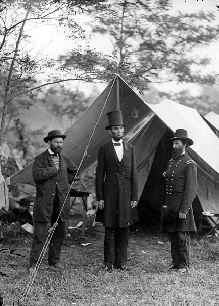 Allan Pinkerton, Abraham Lincoln i generał John A. McClernand nad Antietam. Źródło: Biblioteka Kongresu Stanów Zjednoczonych, domena publiczna.