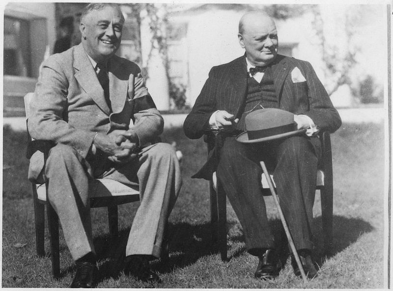Franklin D. Roosevelt i Churchill w Casablance, 22 styczeń 1941. Źródło: National Archives and Records Administration, domena publiczna.