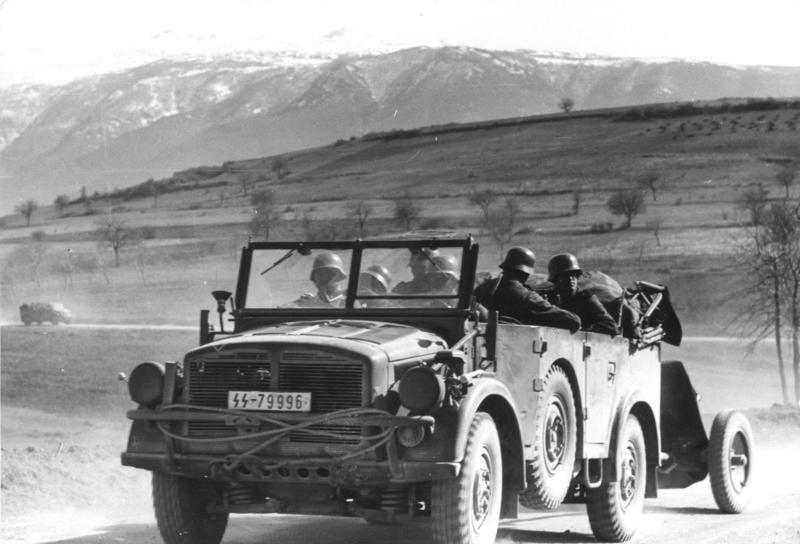Leibstandarte na Bałkanach, 1941. Źródło: Bundesarchiv, Bild 101I-158-0094-35 / Kisselbach / CC-BY-SA