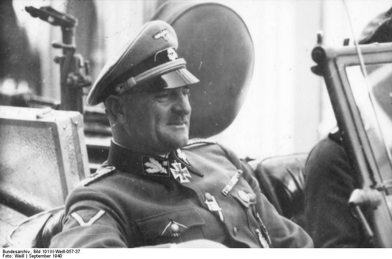 """Josef """"Sepp"""" Dietrich. 1940. Źródło: Bundesarchiv, Bild 101III-Weill-057-37 / Weill / CC-BY-SA"""
