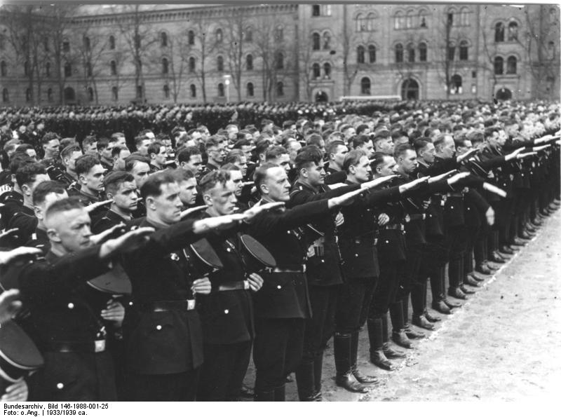 Członkowie Leibstandarte w 1933 roku. Źródło: Bundesarchiv, Bild 146-1988-001-25 / CC-BY-SA