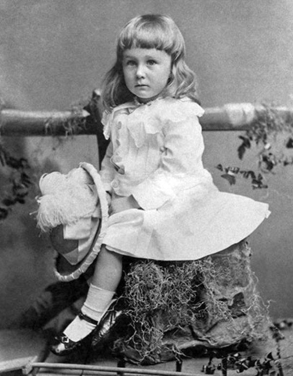 Franklin D. Roosevelt w 1884 roku. Źródło: Wikimedia Commons, domena publiczna.