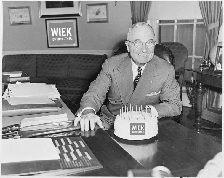 Prezydent Truman świętuje pierwsze urodziny portalu historycznego wiekdwudziesty.pl. Źródło: Wikimedia Commons, domena publiczna.