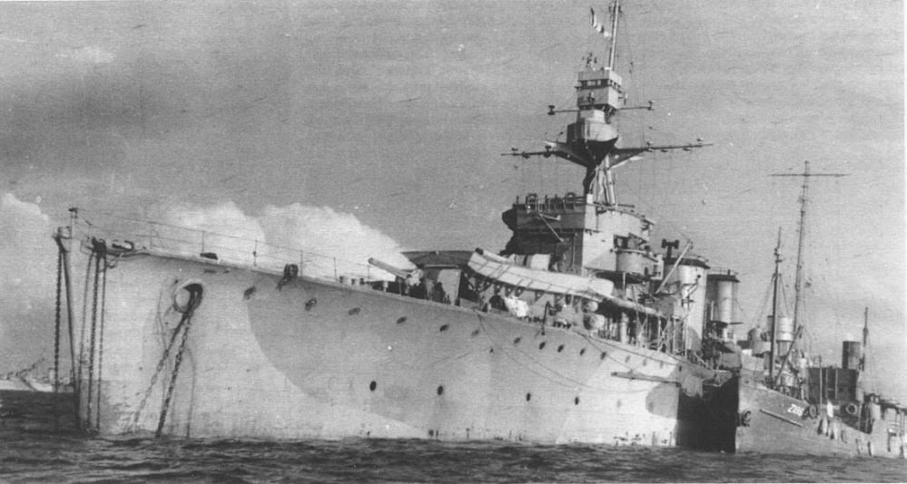ORP Dragon w maju 1944 roku. Źródło: Wikimedia Commons, domena publiczna.