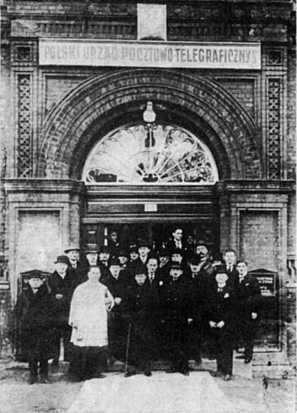 Otwarcie Polskiego Urzędu Pocztowo-Telegraficznego Nr 3, budynku bronionego 1 września1939 r. Źródło: Wikimedia Commons, domena publiczna.