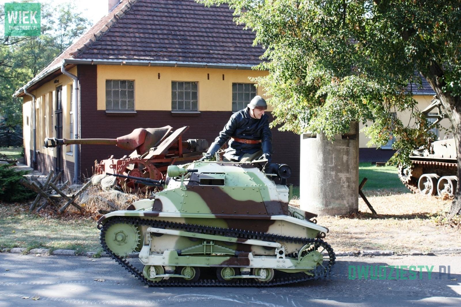 Tankietka TKS. Zdjęcie wykonano podczas Święta Centrum Szkolenia Wojsk Lądowych w Poznaniu
