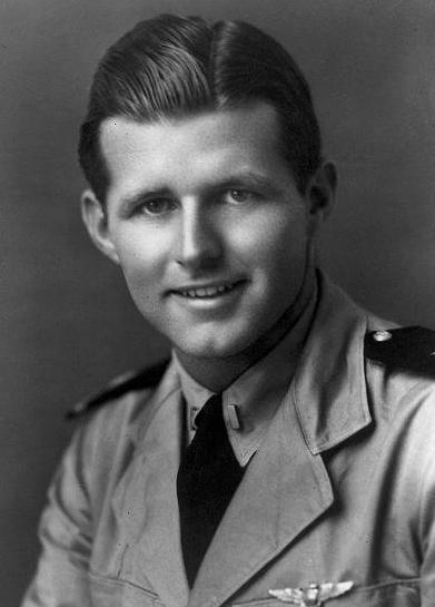 Porucznik Joseph P. Kennedy Jr., starszy brat Roberta Kennedy'ego. Źródło: JFK Library, domena publiczna.
