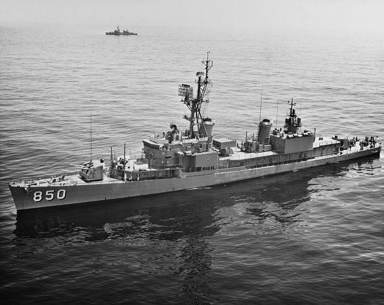 Niszczyciel USS Joseph P. Kennedy, Jr. (DD-850) w 1963 roku. Źródło: Wikimedia Commons, domena publiczna.