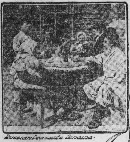 Rosyjscy wieśniacy podczas wspólnych śpiewów, rok 1904. Źródło: Wikimedia Commons, domena publiczna.