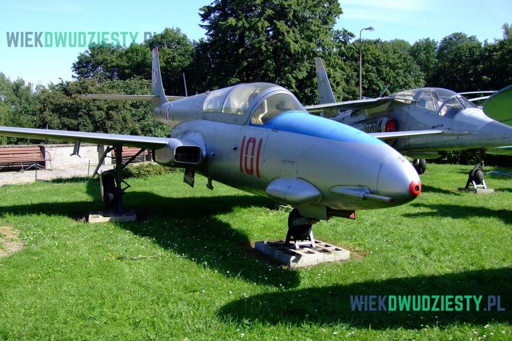 TS-11 Iskra n\b 101. Maszyna to pierwszy seryjny egzemplarz używany w lotnictwie polskim. Od 1990 roku w Muzeum Wojska Polskiego w Warszawie. Fot. M. Szafran, odwaszegofotokorespondenta.blogspot.com
