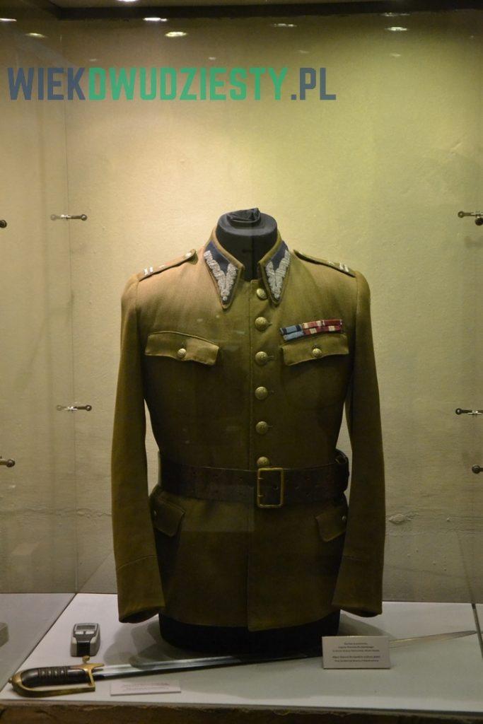Mundur majora Henryka Sucharskiego w Wartowni nr 1. Fot. M.Szafran, odwaszegofotokorespondenta.blogspot.com