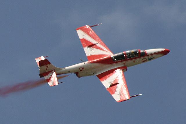 TS-11 Iskra w barwach Biało-Czerwonych Iskier. Źródło: Wikimedia Commons, licencja: CC BY 2.5
