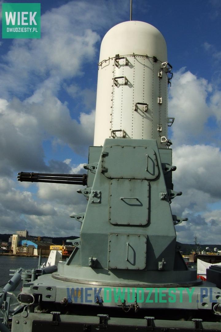 Przeciwlotniczy zestaw artyleryjski Vulcan Phalanx. Montowano je na pokładach brytyjskich okrętów po wojnie falklandzkiej. Fot. M. Szafran, odwaszegofotokorespondenta.blogspot.com