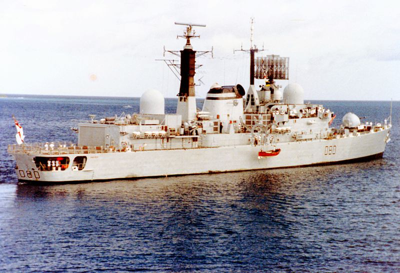 HMS Sheffield w 1982 roku. Źródło: Wikimedia Commons, licencja: CC BY-SA 3.0