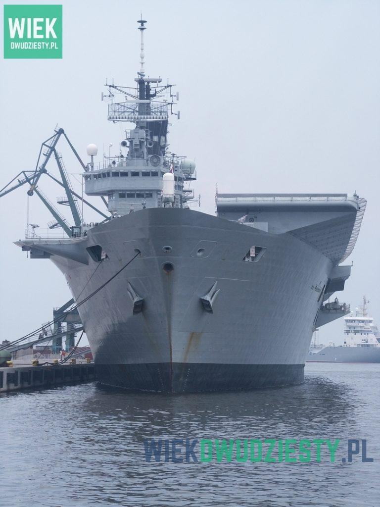 Lotniskowiec HMS Ark Royal, jednostka bliźniacza HMS Invincible, w 2007 roku. Fot. Jarosław Ciślak
