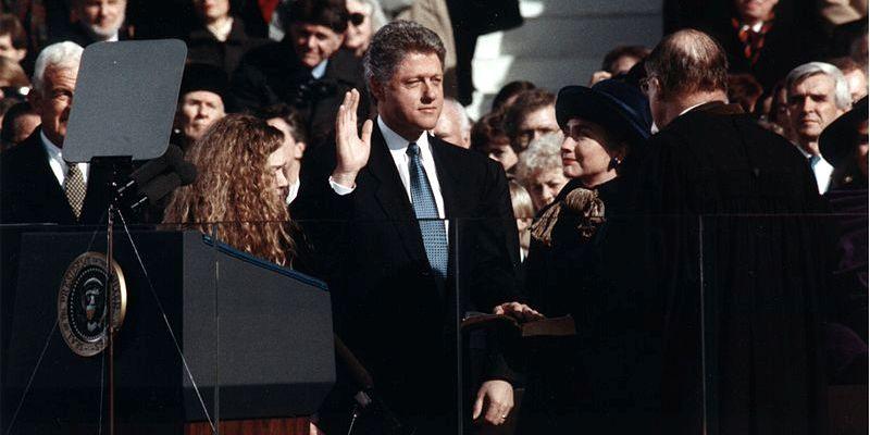 800px-bill_clinton_taking_the_oath_of_office_1993slider