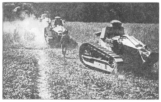 Renault FT podczas I wojny światowej. Źródło: Wikimedia Commons, domena publiczna.